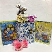 Пасхальные сувениры и подарки в Ялте украшения для яиц, корзинки, кашпо, искусственные ветки, цветы, птицы. Оформление воздушными шарами